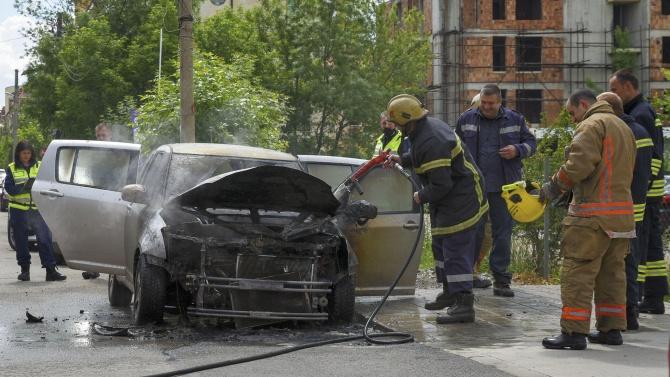 Две жени запалиха кола в Гълъбово