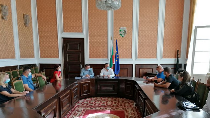 Кметът на Сливен прие протестиращи срещу изграждането на велоалея на булевард в града