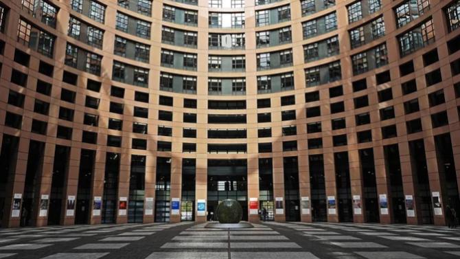 ЕП настоява за задължително следене на състоянието на европейските ценности