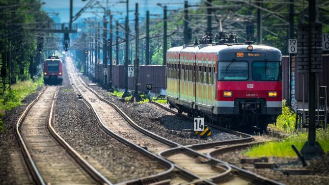 Влак в Босна и Херцеговина прегази двама мигранти