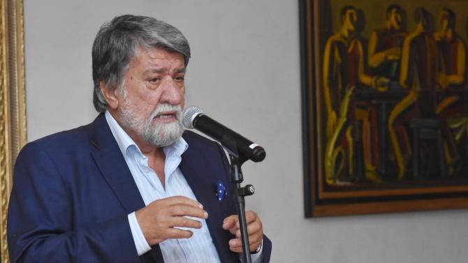 """Вежди Рашидов:  Защо когато президентът казва """"Мутри, вън"""",  опозицията напуска залата?"""