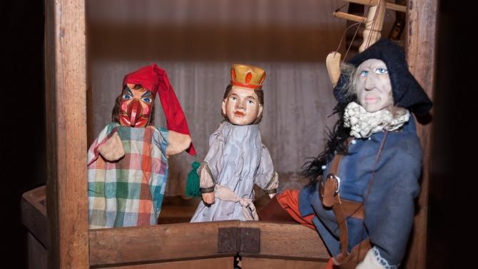 """Държавният куклен театър """"Георги Митев"""" в Ямбол очаква през следващата"""