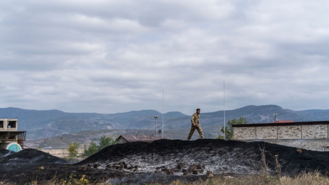 Азербайджан отрече обвиненията, че неговите сили са обстреляли емблематична катедрала в Нагорни Карабах