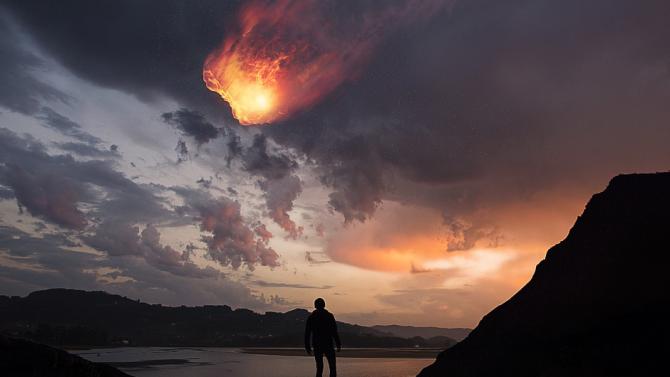 Огромен метеорит беше заснет над мексиканския град Монтерей