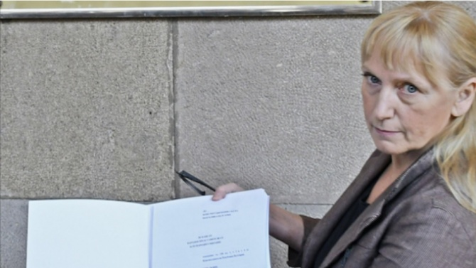 Ще напусне ли Елена Йончева БСП след разрива с Корнелия Нинова