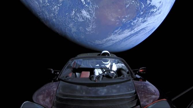 Космическата кола на Илон Мъск се приближава към Марс