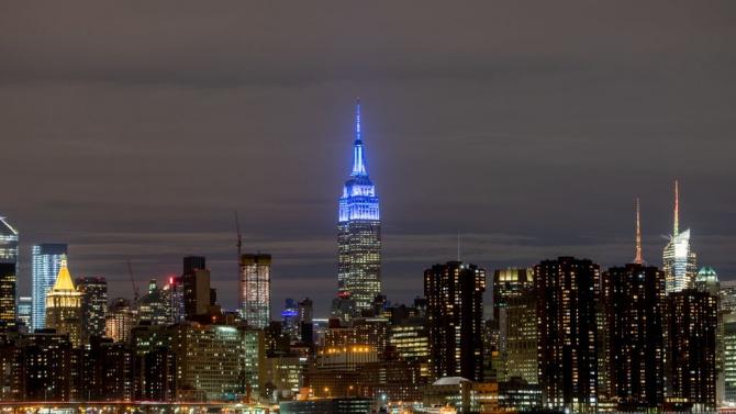 Oсветиха в синьо Емпайър Стейт Билдинг в памет на Джон Ленън