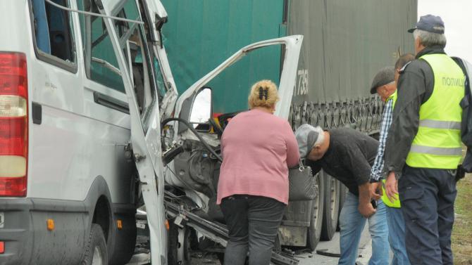 Вътрешният министър с подробности за катастрофата край Лесово
