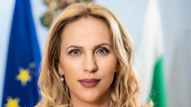Николова: Разчитаме българите да спасят и ски сезона