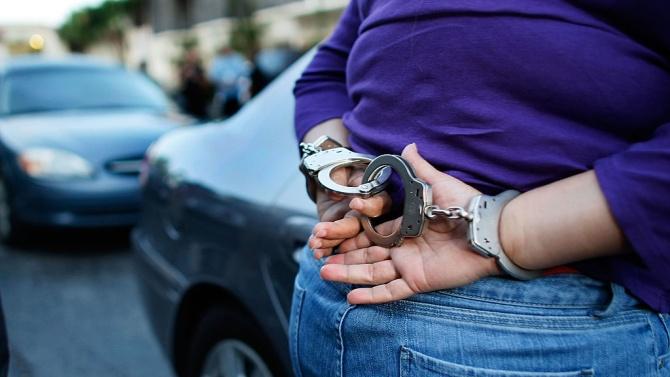 Полицаи арестуваха пияна жена да шофира