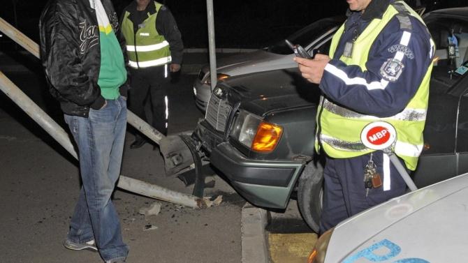 Много пиян бургазлия зад волана помете колата на мъж