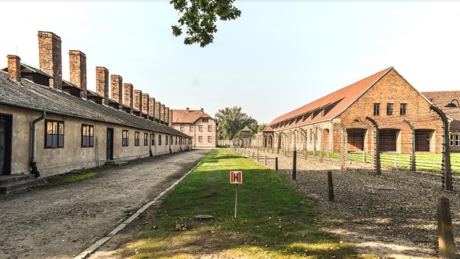 Facebook ще забранява съдържание, което отрича Холокоста