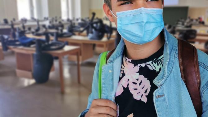 Двама ученици и преподавател в детска градина са заразени с COVID-19 в Стара Загора