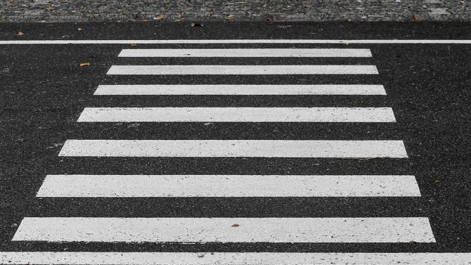 Автобус блъсна жена на пешеходна пътека в Карлово