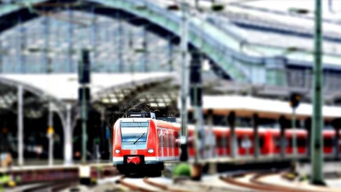 Двама братя тийнейджъри загинаха, блъснати от влак в Германия