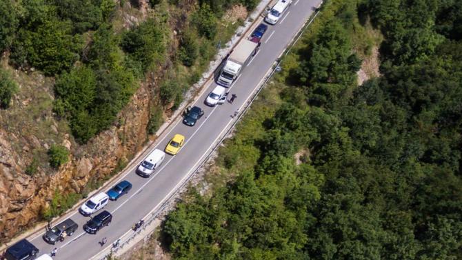 37-годишен се обърна по таван и затвори пътя Бачково-Смолян