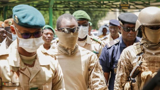 Най-малко 24 убити при двойна терористична атака в Мали