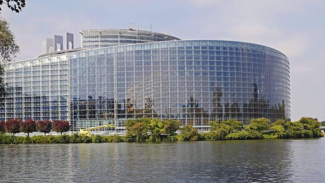 Топдипломатът на ЕС Жозеп Борел и еврокомисарят за управление при