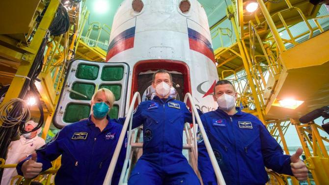 """Космическият кораб """"Союз МС-17"""" с трима души екипаж бе изведен в орбита"""