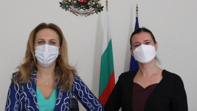 Марияна Николова проведе среща с посланика на Унгария Текла Харангозо