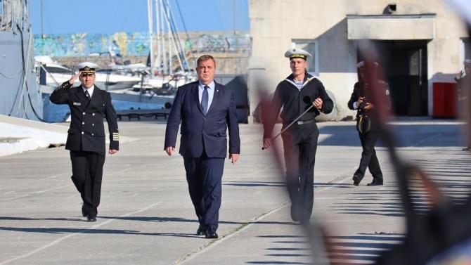 Каракачанов: До дни ще бъде подписан договорът за новите многофункционални кораби на ВМС