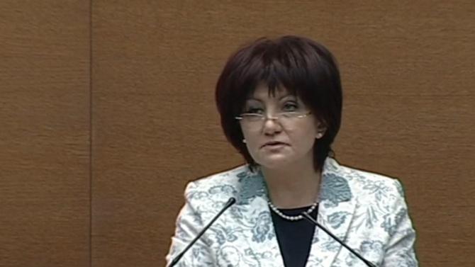 Караянчева отговори на нападките, коментира и записите с Борисов