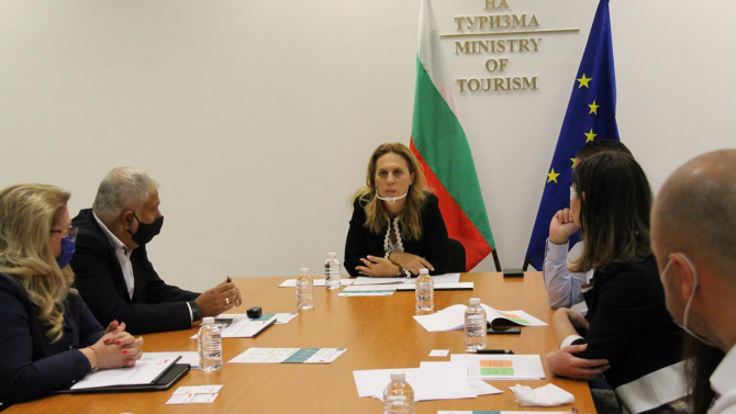 Вицепремиерът Николова: Ваучерната система е в полза на цялата икономика