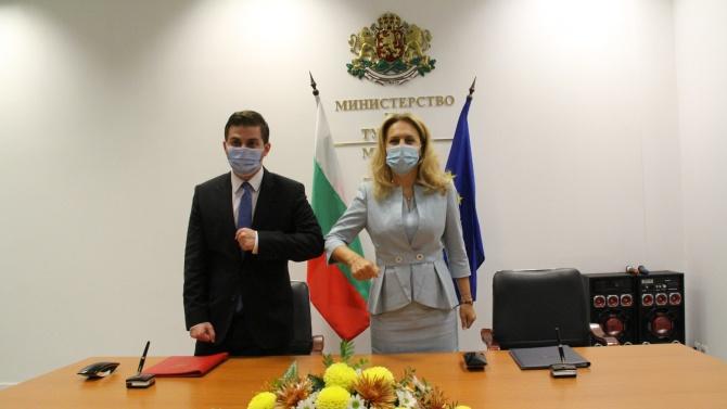 Вицепремиерът Николова подписа меморандум за сътрудничество в туризма с албанския министър Гент Цакай