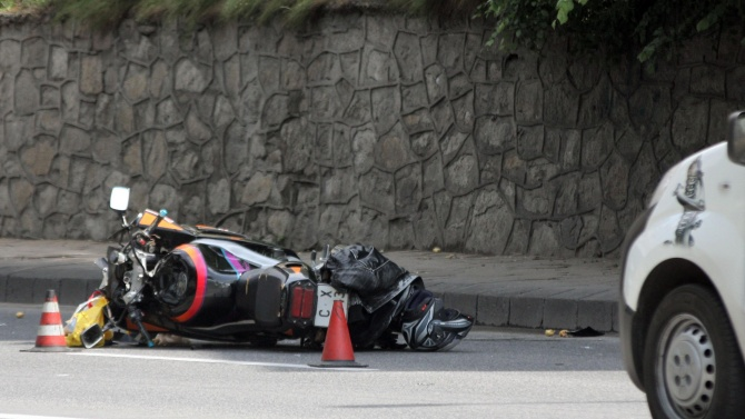 Мотоциклетист пострада при катастрофа на пътя Созопол - Бургас