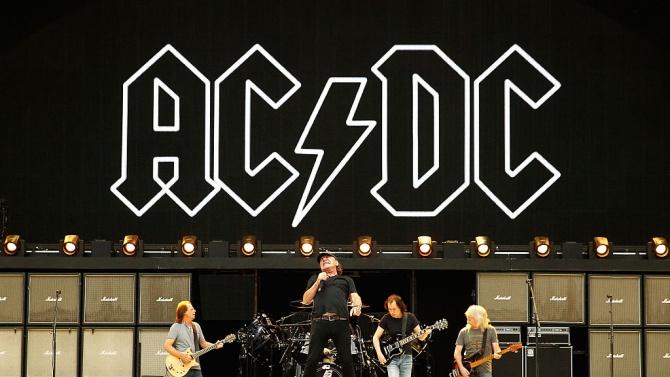 Бившият бас китарист на AC/DC Пол Метърс е починал, съобщават