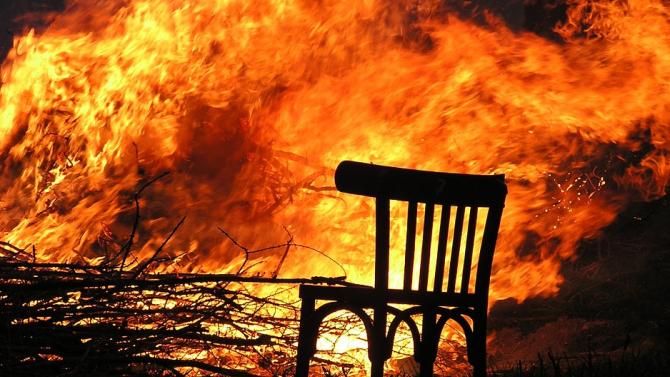 Баба изгоря при пожар в дома й