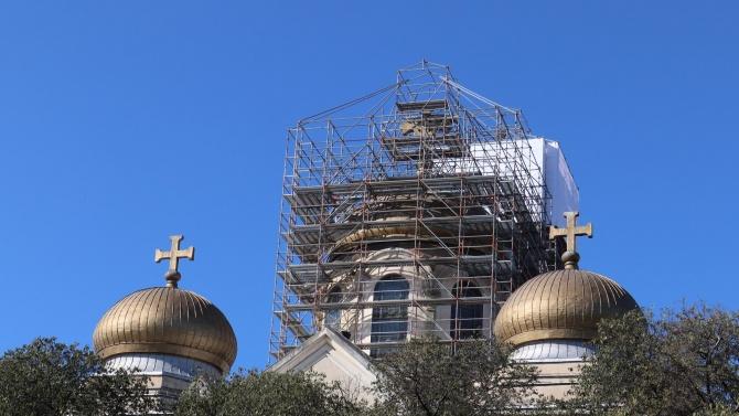 Започна ремонтът на покрива на Катедралния храм във Варна