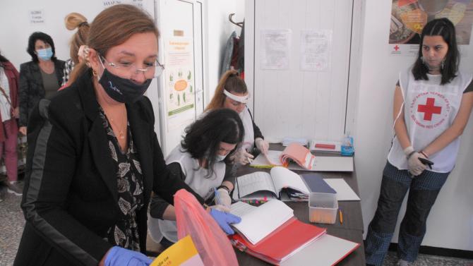В Бургас започна раздаването на 20 000 пакета с храни