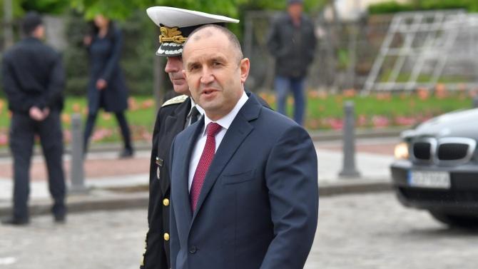 """Президентът кацна на Летище """"София"""" и обяви: Това е пример за активно мероприятие"""