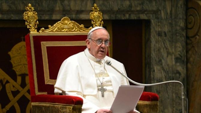 Папа Франциск се появи с маска по време на обща молитва за мир по света