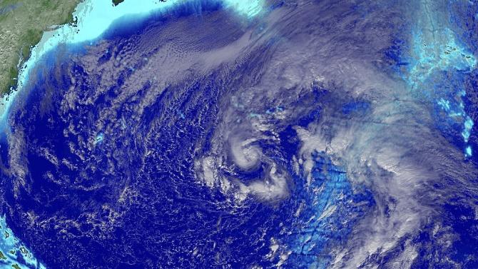 "Тропическата буря ""Епсилон"" се засили до ураган, ще достигне Бермудските острови утре"