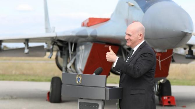 """Помощник държавният секретар на САЩ по политико-военните въпроси посети авиобаза """"Граф Игнатиево"""""""