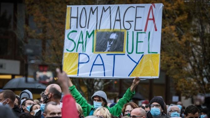 Ученици са посочили на нападателя учителя Самюел Пати, който беше