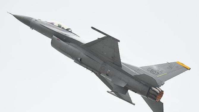 САЩ ни подаряват два изтребителя F-16
