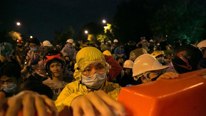 Тайландският премиер може да отмени извънредните мерки, но протестиращите искат повече