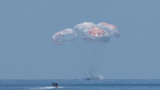 Тримата космонавти, прекарали половин година на МКС, се завърнаха на Земята