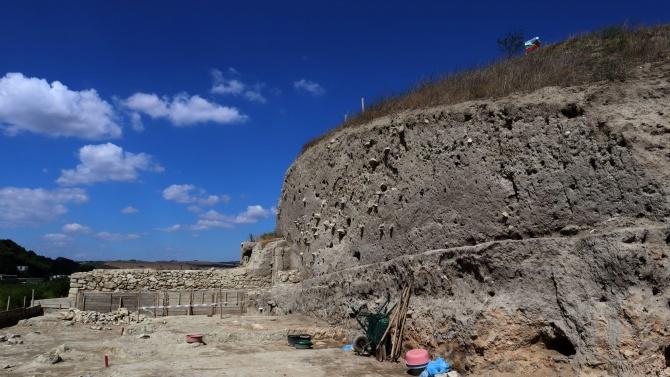 Археолози възстановиха част от най-старата каменна отбранителна стена в Европа