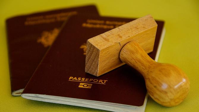 """ЕК заплаши България с наказателна процедура за т. нар. """"златни паспорти"""""""