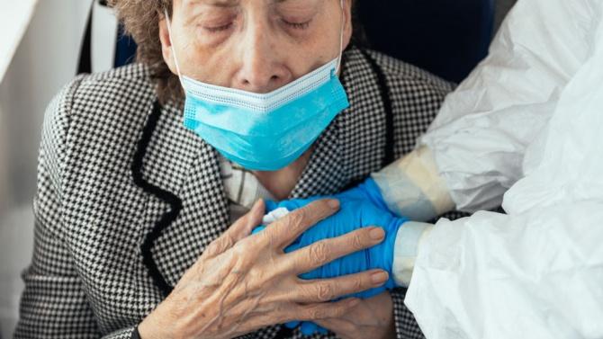 Умираща майка бе принудена да избере само едно от децата си за последна среща