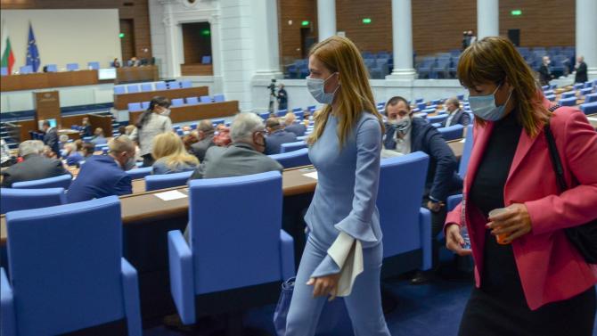 Народното събрание одобри два законопроекта за промени в Закона за