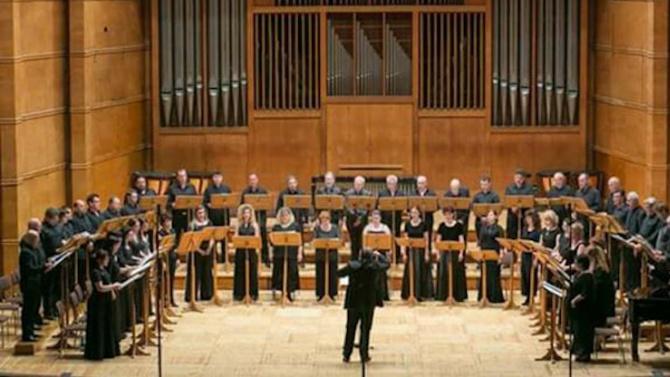 На 23 октомври Националният филхармоничен хор и неговият диригент Славил