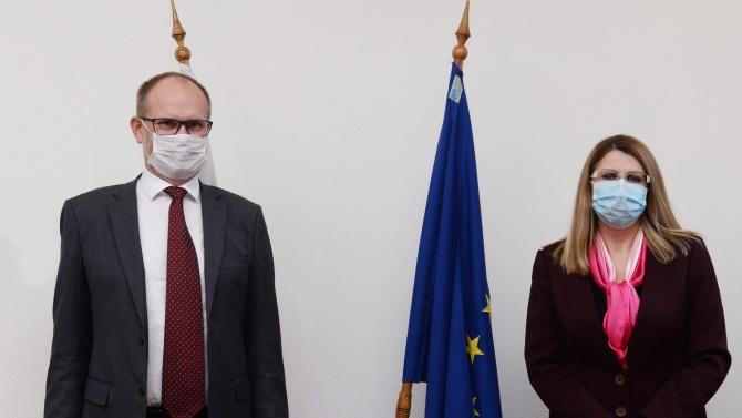 Ахладова се срещна с посланика на Дания