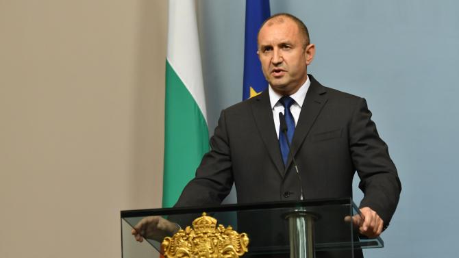 Румен Радев ще удостои с държавни отличия изявени българи