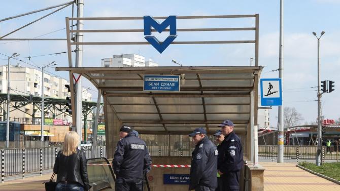 Полиция дебне за маски в метрото и магазините в София
