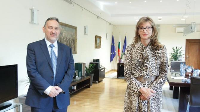 Захариева проведе среща с бивш премиер на Северна Македония